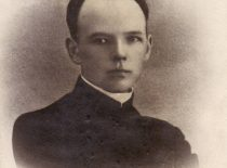 1909 m. Vl. Jurgutis įšventintas į kunigus