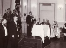 A. Smetona prisiekia Teisingumo rūmuose, 1928 m.